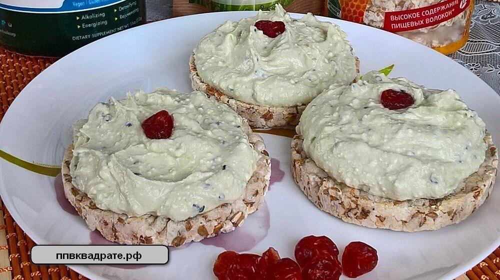 Творожный десерт с ягодками